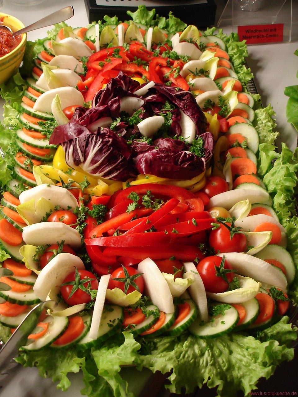 Rohkost-Gemüsesticks mit Dip